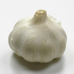 Eating raw garlic HALVES the risk of lung cancer